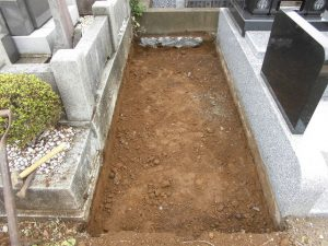 約30cmほど掘り下げます。