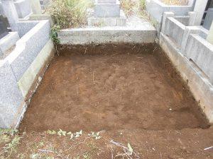 基礎はまずは根切りという地面を掘り下げる工程から行います。