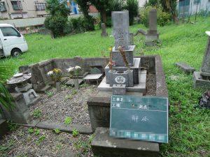 解体前の墓石