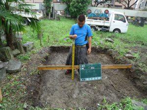 地面掘削の深さは30cm