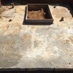 コンクリートを流し込んでから数日間乾かして基礎工事の完了です。