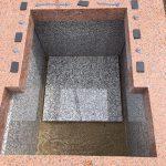 石材には免震シートと耐震ボンドを使用して据え付けます。