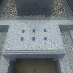 地震の揺れから大切なお墓を守るために耐震免震施工を施しています。