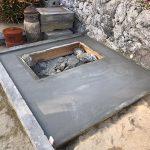 流し込んだコンクリートが固まったら基礎の完成