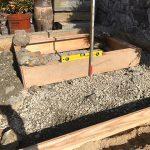 砕石を敷いて転圧して型枠を設置