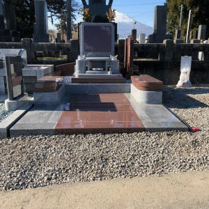 中国マホガニーとG614でつくられた洋型のお墓の完成