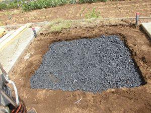 細かい石を敷き詰めました。