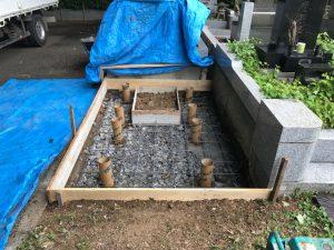 このように20センチ間隔で鉄筋を組む事でコンクリートのひび割れを防ぎます。