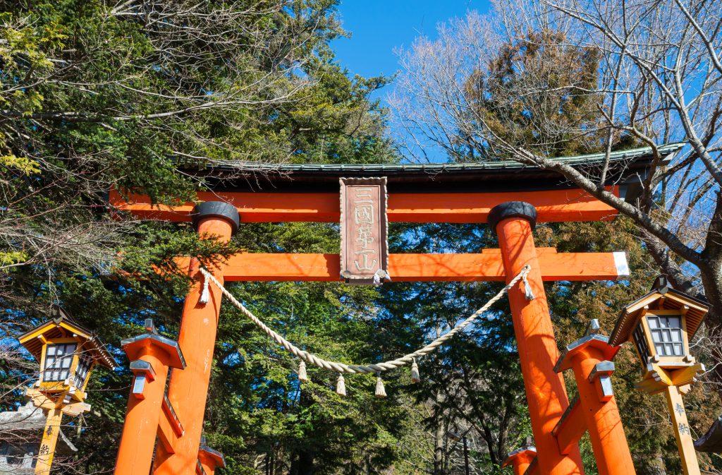 神道と仏教では、葬式やお墓がこんなに違う!