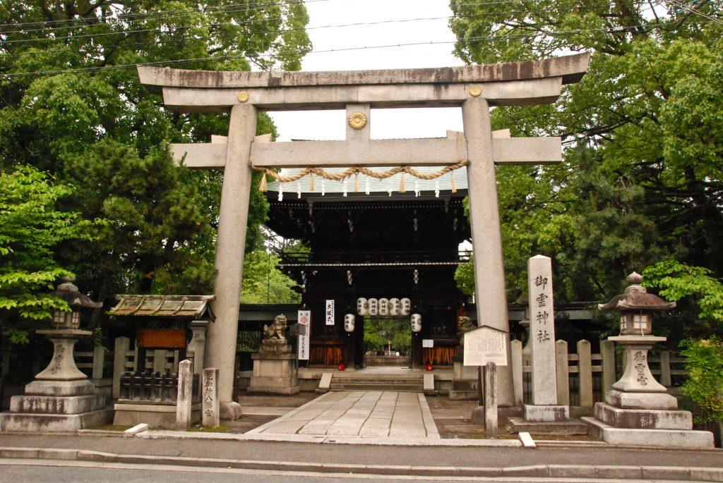 神社の石の鳥居