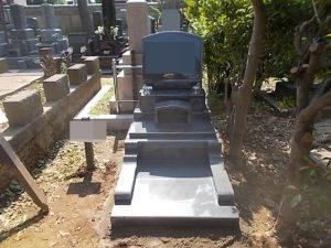 本日もまたまごころ職人が施工したお墓が完成しました。見えない部分にも工夫を施しました。