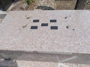 石材の重なる部分には免震シート使用して大切なお墓を地震からお守りします。