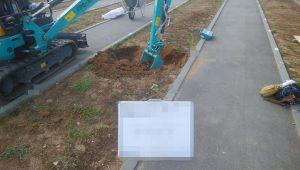まずは根掘工を行います。寒冷地地域の為通路面から約80センチ程掘り下げます。