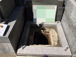 石材の隅々にサビに強いステンレス金具を使用して石材同士しっかりと固定します。