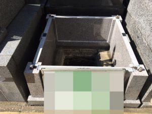石材の重なる部分には免震シートを使用します。大切なお墓を地震からお守りします。