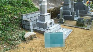 伝統的な和型のお墓の完成です。基礎工事から石積工事まで見えない部分にも工夫をして大切なお墓をお作りしました。