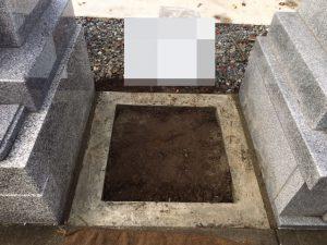 石積工事着工前の状況です。本日もまごころ職人が丁寧に石積工事を開始いたします。