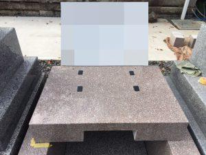 地震対策として石材の重なる部分には免震シートを使用して大切なお墓をお守りいたします。