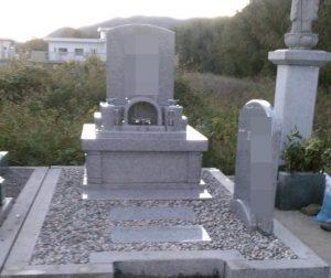 まごころ職人が施工した洋型墓石が完成しました。G488ピンク御影石を使用している為やさしい雰囲気を感じます。