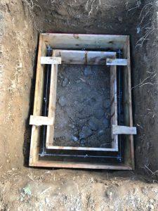 コンクリートのひび割れを防ぐ為鉄筋を組んでいきます。