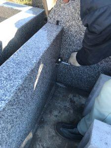 石材の隅々にはサビに強いステンレス金具を使用しています。