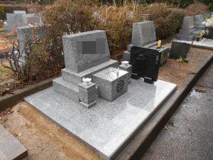 墓誌を設置してお墓が完成しました